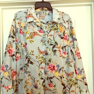 Long sleeve, no iron, button down blouse